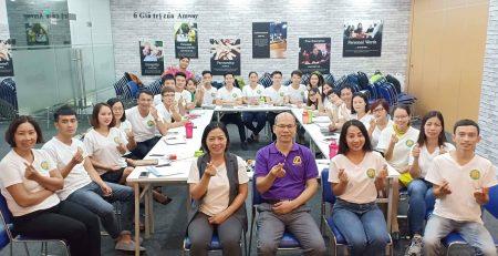 Diamond Vũ Thị Phúc chia sẻ tại Đại hội thành công Amway